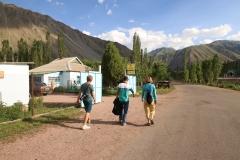 An Katyas Guesthouse schließt sich unsere Runde in Kyzyl-Oi