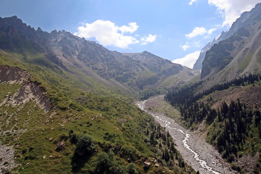 Der Ala-Archa-Fluss im Tal