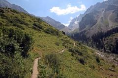 Weg zum Ak-Sai-Wasserfall