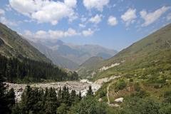 Die letzten Meter zum Ak-Sai-Wasserfall geht es steil bergauf