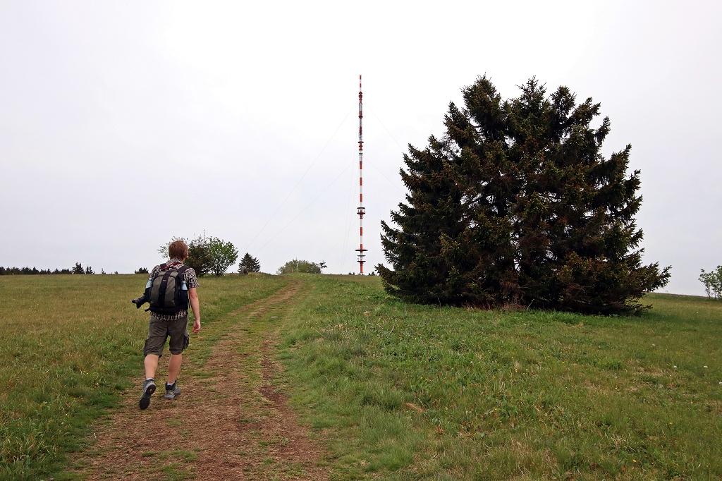 Letzer Anstieg auf den Heidelstein auf der Extratour Rotes Moor in der Rhön