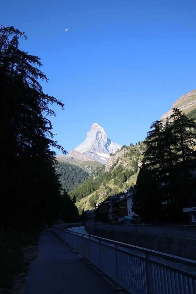 Matterhornblick am Morgen ohne Wolken