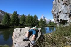 Pause am Grindjisee auf der Fünf-Seen-Runde in Zermatt