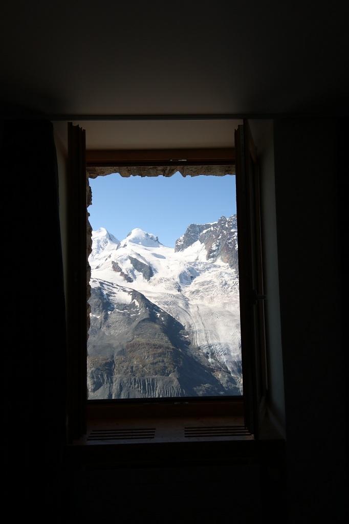 Blick aus dem Zimmerfenster des 3100 Kulmhotel Gornergrat