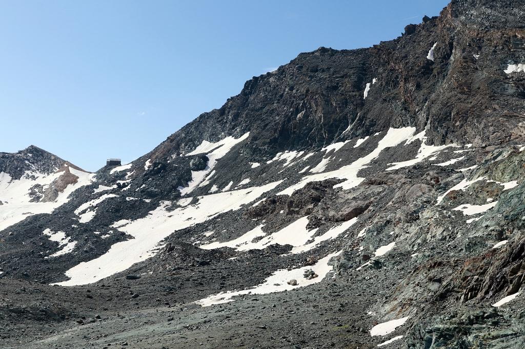 Alter Weg zur Britanniahütte unterhalb der Felswand