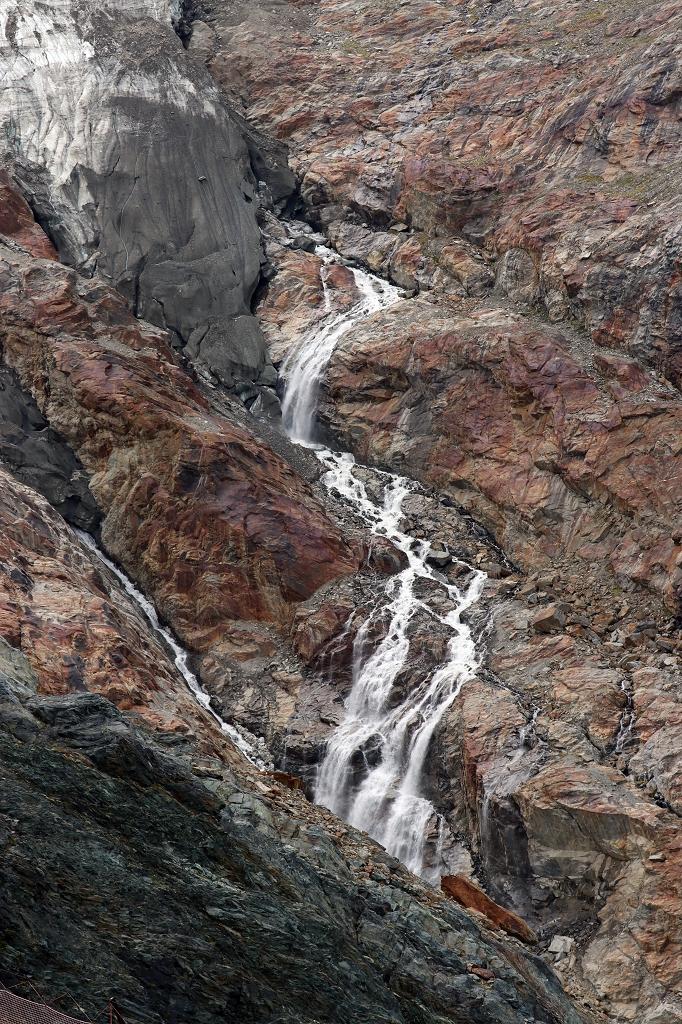 Schmelzwasser am Feegletscher