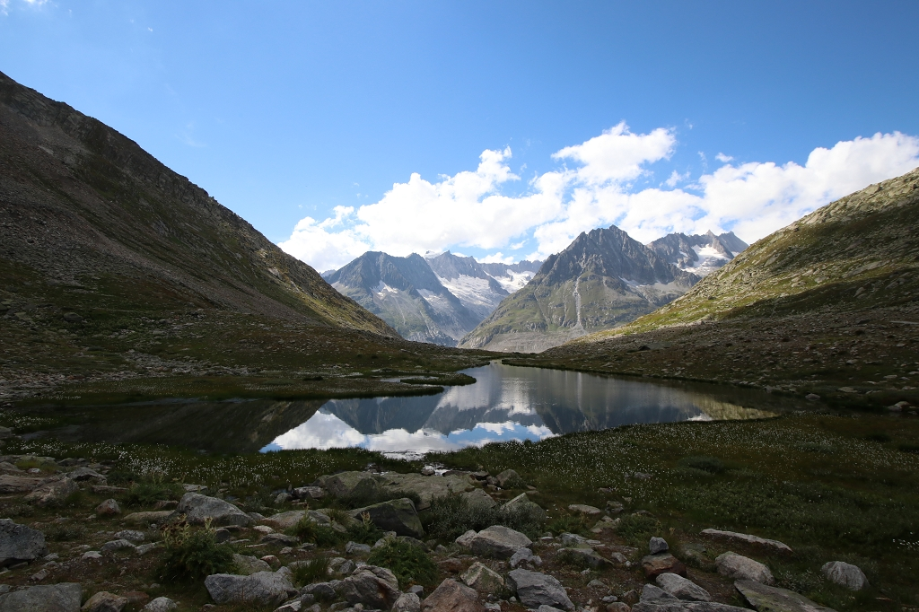 An kleinen Seen vorbei zum Rand des Aletschgletschers