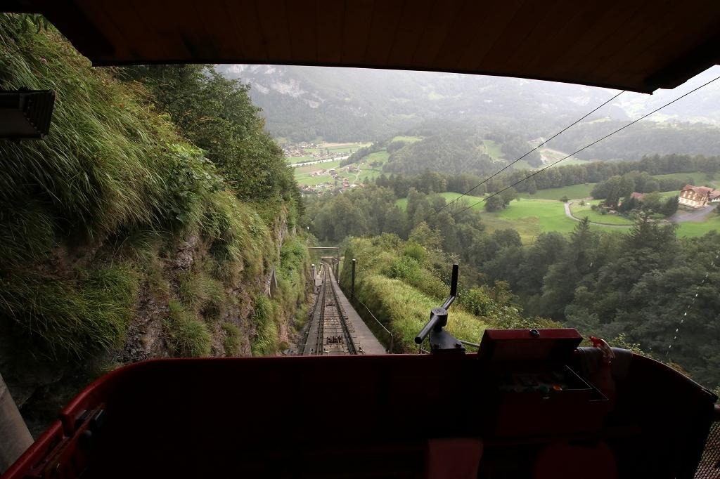 Mit der Reichenbachfallbahn ins Tal