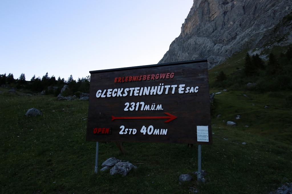 Wetterhorntrek: Von der Glecksteinhütte zur Schwarzwaldalp - Wegweiser Glecksteinhütte