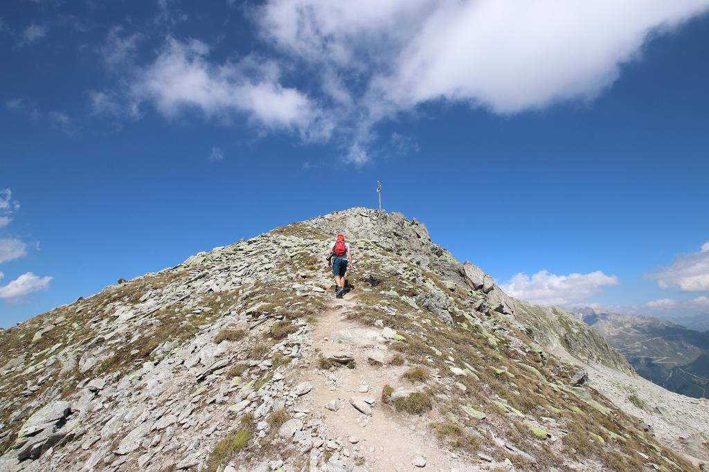 Wanderung vom Grimselpass zum Sidelhorn - Die letzten Meter zur Antenne auf einem breiten Grat