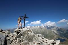 Wanderung vom Grimselpass zum Sidelhorn - Posen am Gipfelkreuz
