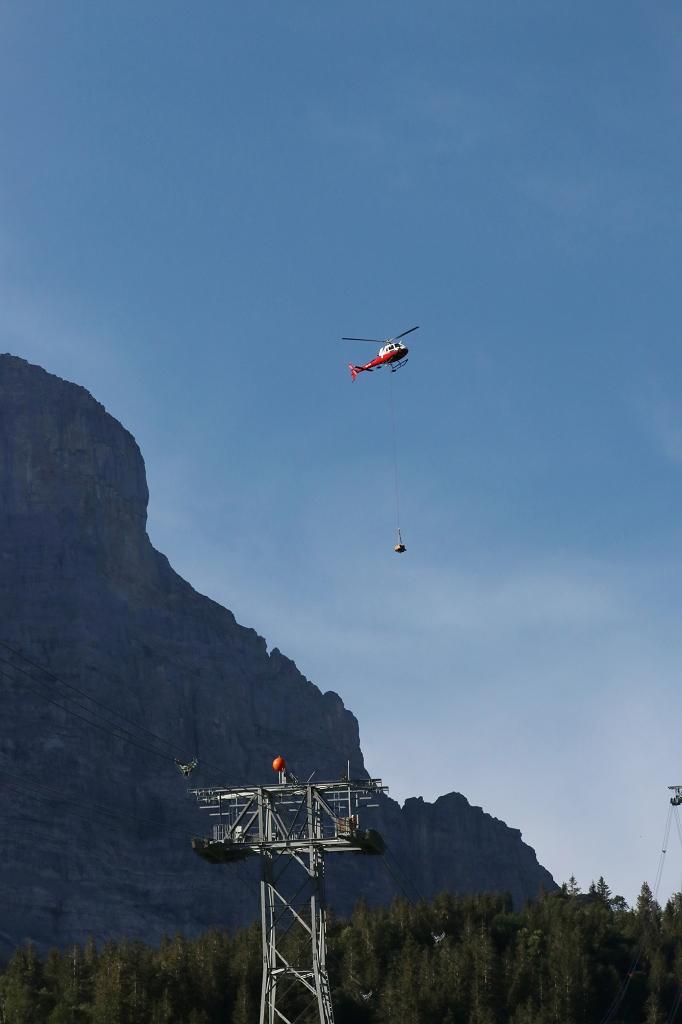 Helikopter im Einsatz an der V-Bahn