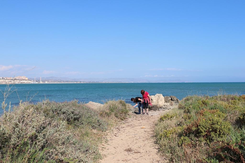 Muschelsuche am Strand in Punta Grande