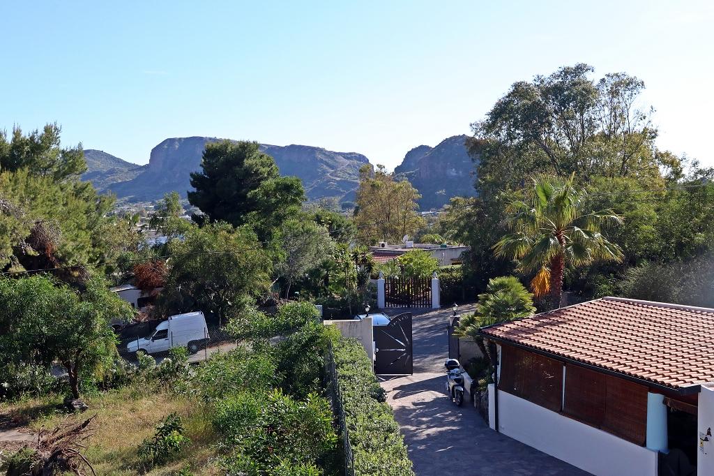 Blick von der Terrasse der Unterkunft Villa Crimi auf Vulcano