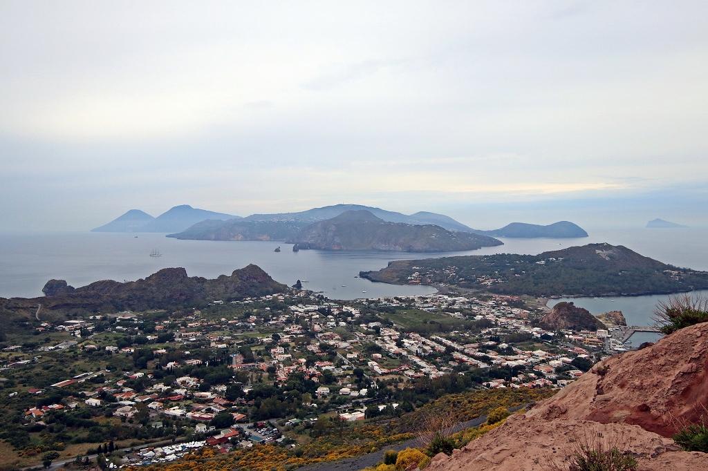 Ausblick auf Vulcano und die liparischen Inseln