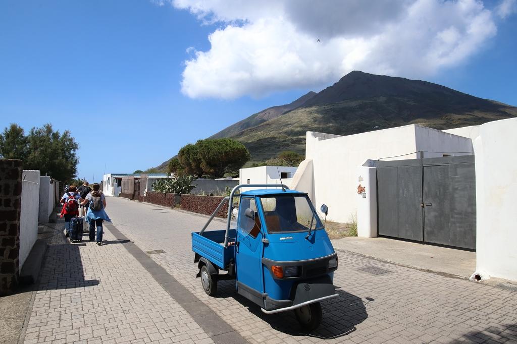 Auf dem Weg zum Hafen in Stromboli