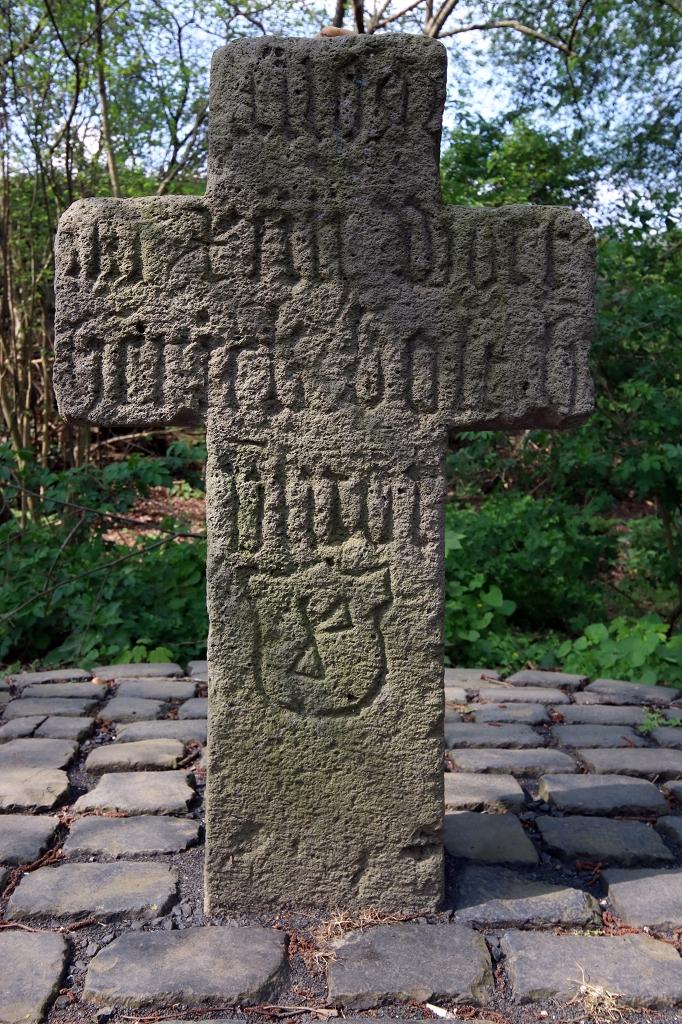 Gotisches Totengedenkkreuz