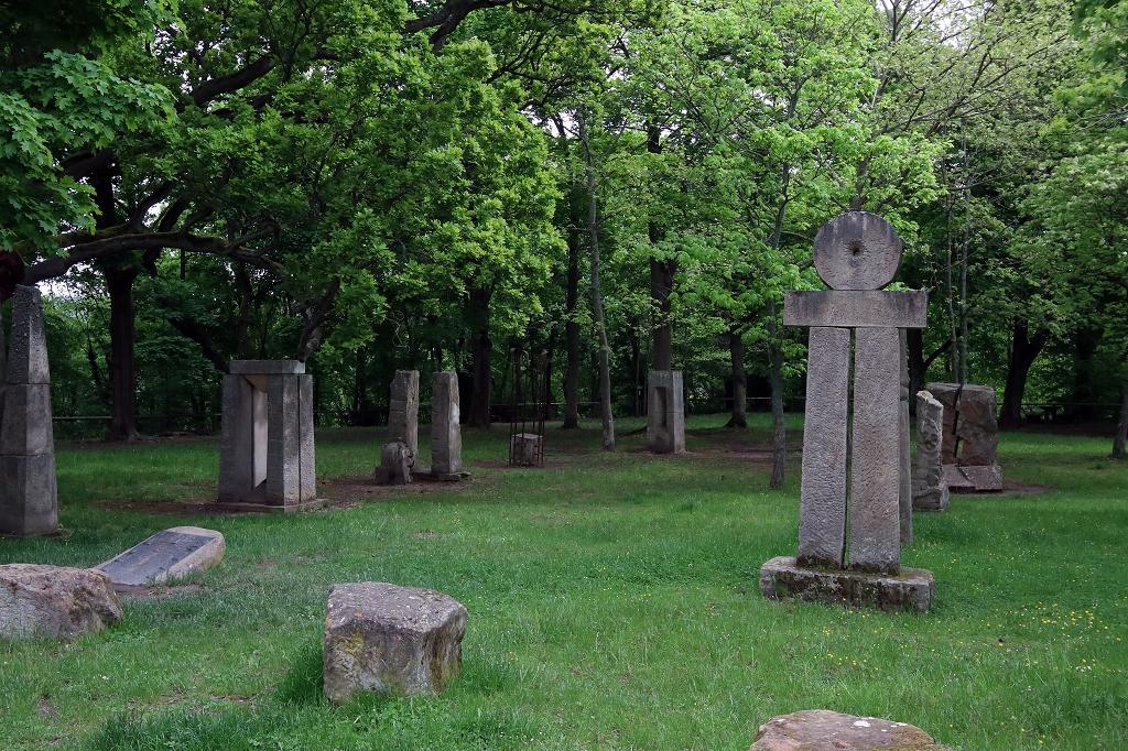 Skulpturenpark an der Klosterruine Limburg